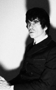 ESCAPE-ISM (Ian Svenonius / Make up)